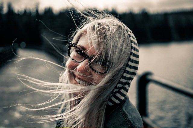 Girl Glasses Windy 1280x853